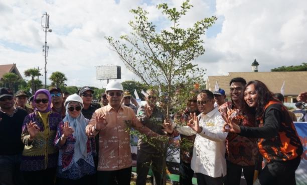Ciptakan Ruang Terbuka Hijau, PT MMN & WIKA Beton Tanam 5.060 Pohon Untuk Kota Makassar